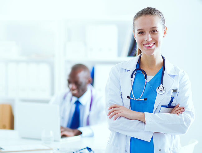 What is the Difference Between a CNA and a Medical Assistant